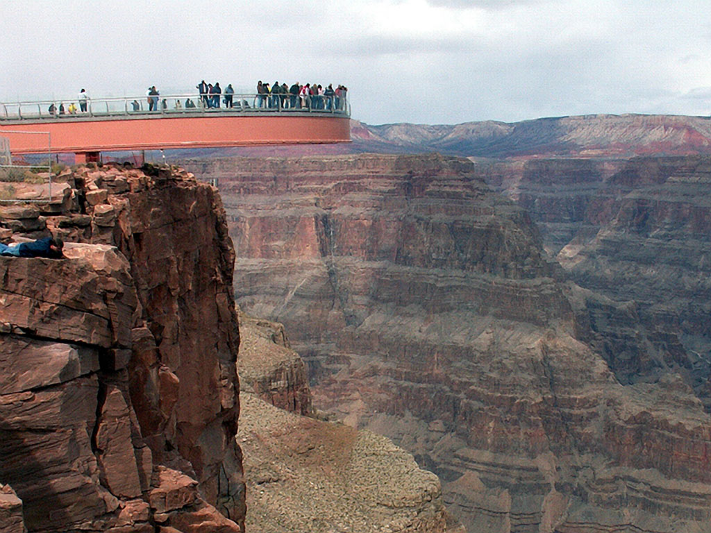 how to go to grand canyon skywalk from las vegas