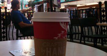 Koffie op het terras van Starbucks aan Fremont Street
